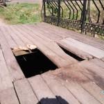 В Пружанах на деревянном мосту провалилась лошадь