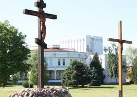 В Беловежском из-за креста едва не поссорились православные и католики