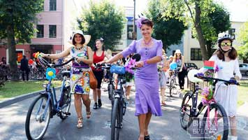 «Велопарад на шпильках» прошё в Бресте на День города (ФОТО)