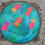 Художница Инна Болундь разукрасила в Бресте канализационные люки